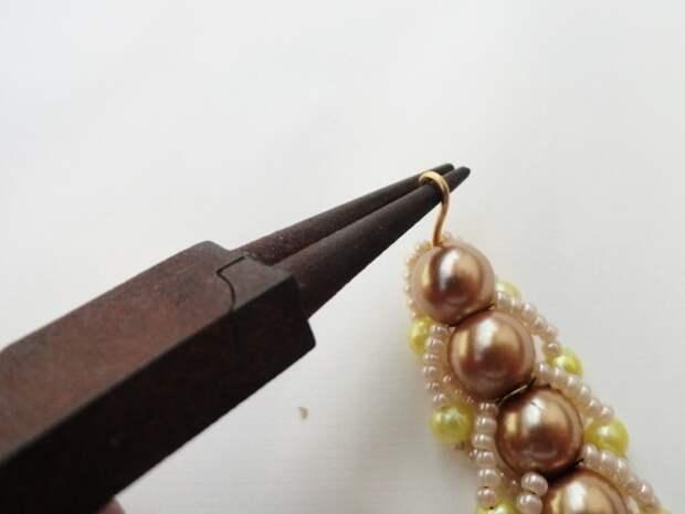 Красивый браслет из бисера и бусин. Фото мастер-класс (21) (520x390, 95Kb)