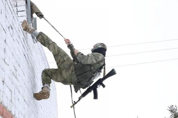 «Тропа разведчика»: смотрим, как прошли армейские испытания под Дзержинском накануне Дня защитника отечества