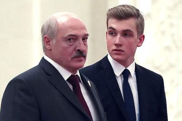 Александр Лукашенко с сыном Николаем.