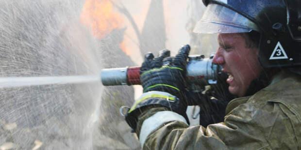 В Нефтеюганске загорелся жилой дом