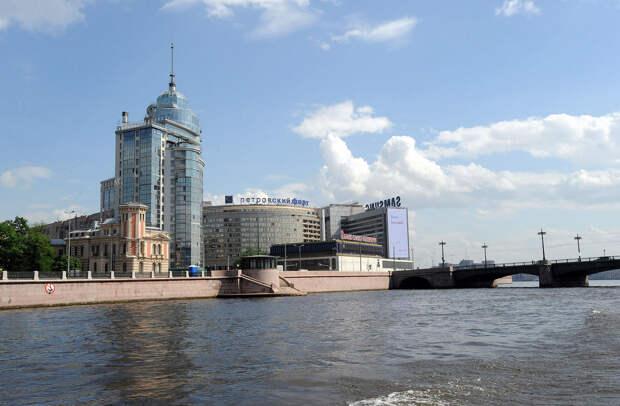 DSC 49871 Нефасадный Петербург: вид с воды