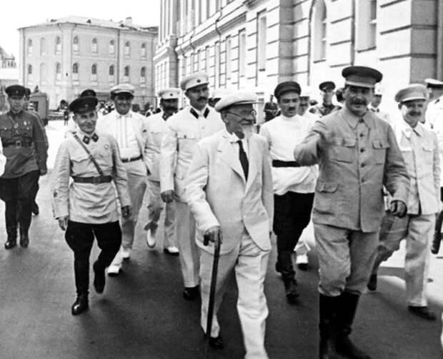 Коммунисты забыли, что первыми ввели диктатуру в России. Путин им напомнил