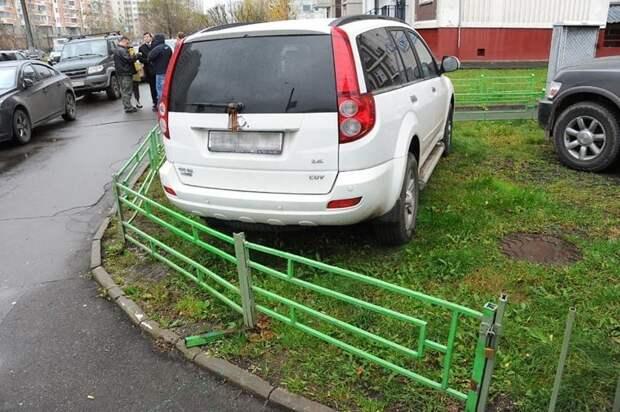 Начнем. Мне так удобно и плевать на ваши газоны автомир, мне так удобно, олени, парковка, плевать на всех