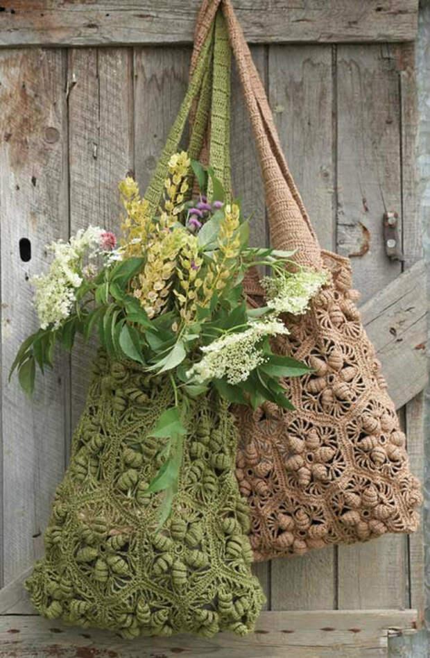 Вязаная сумка-торба из цветочных мотивов