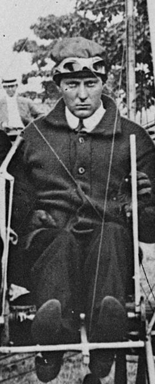 File:Robert G. Fowler (1884-1966) piloting his airplane on September 5, 1911.jpg