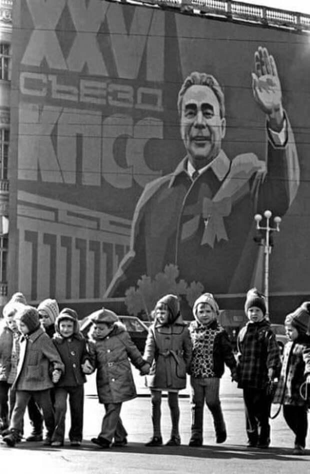 Почему нам не пришлось жить при коммунизме?