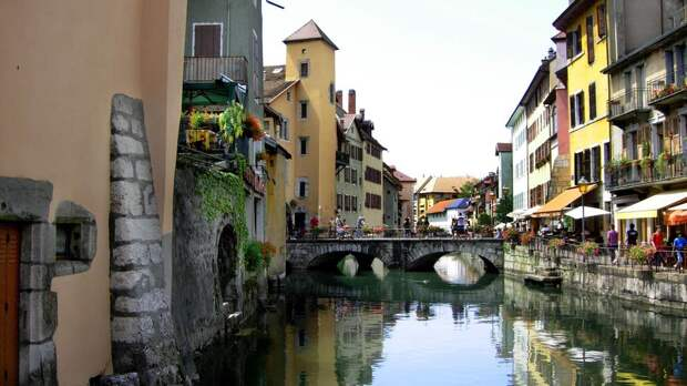 Аннеси Франция. Самые красивые города мира на воде. Фото с сайта NewPix.ru
