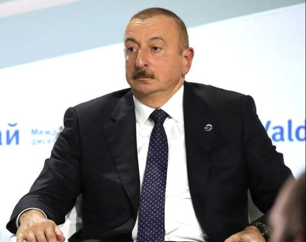 Президент Азербайджана сменил главу МИД страны