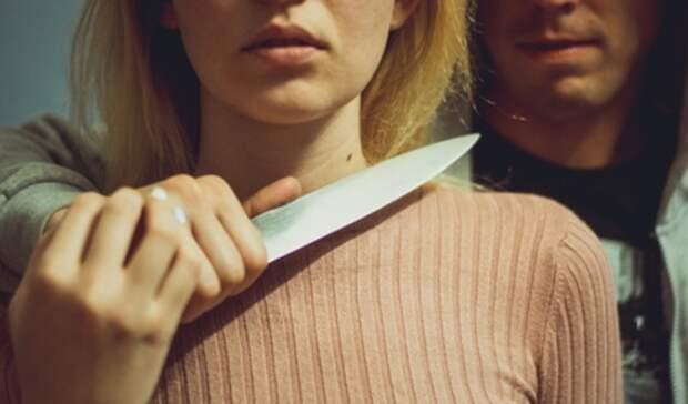 Напавший на улице сножом наекатеринбурженку шизофреник попал под суд
