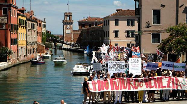 Протесты в Венеции.