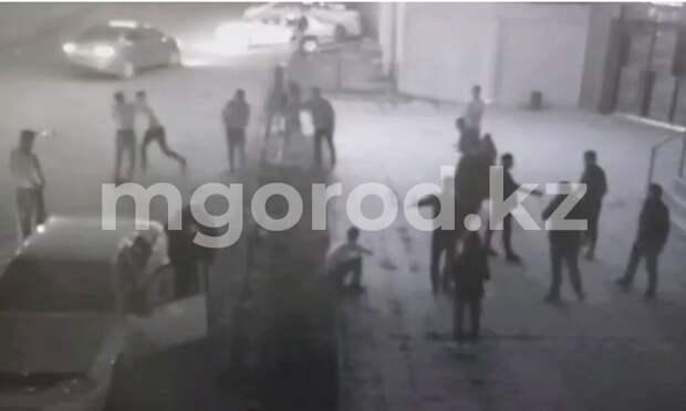 Массовая драка в центре Уральска попала на видео