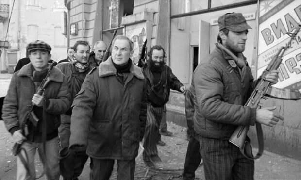 Джаба Иоселиани (в центре) — лидер оппозиции в Грузии. Фото © РИА Новости/Игорь Михалев