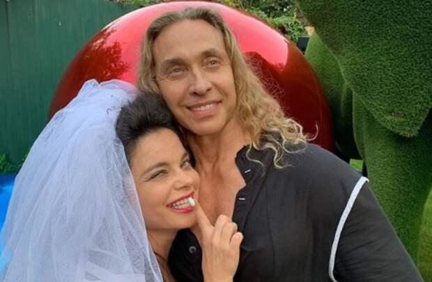 Тарзан снова сделал Наташе Королевой предложение с кольцом за 9 тысяч долларов
