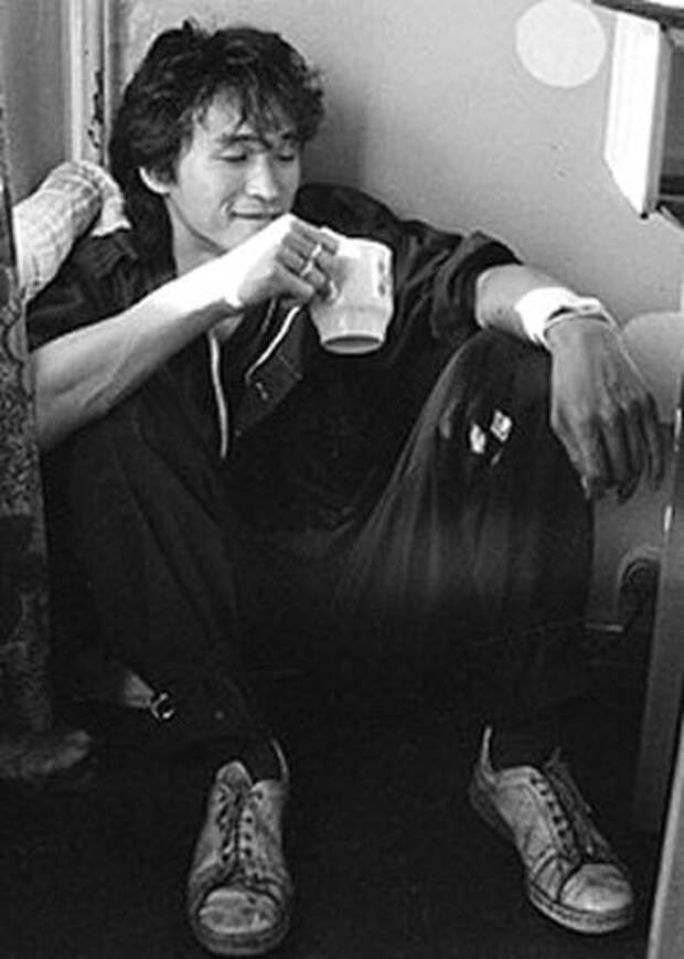 Виктор Цой в 1986 году. Фото: wikimedia.org