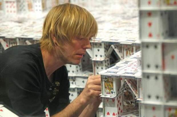Самый большой карточный дом в мире