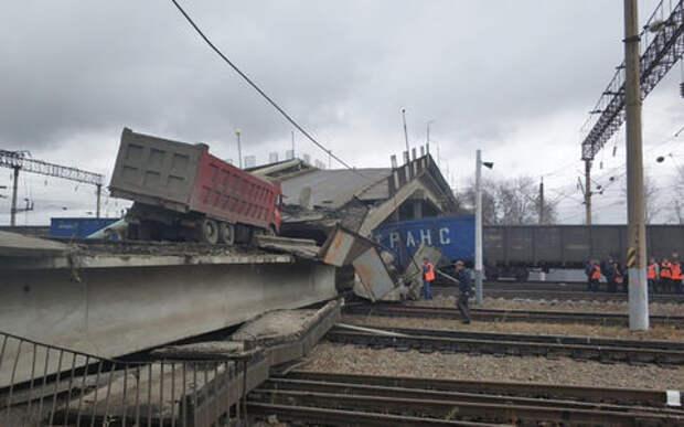 В Приамурье под тяжестью самосвала мост рухнул на железную дорогу