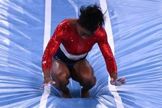 Байлз снялась с вольных упражнений на Олимпиаде