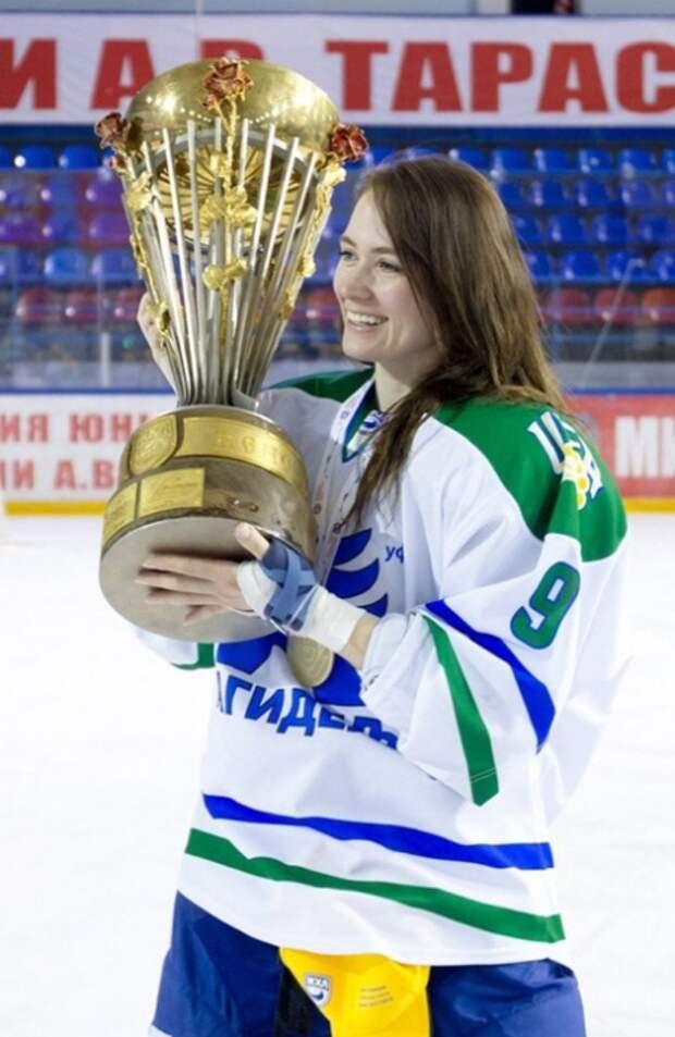 Элина Митрофанова - самая красивая хоккеистка РФ