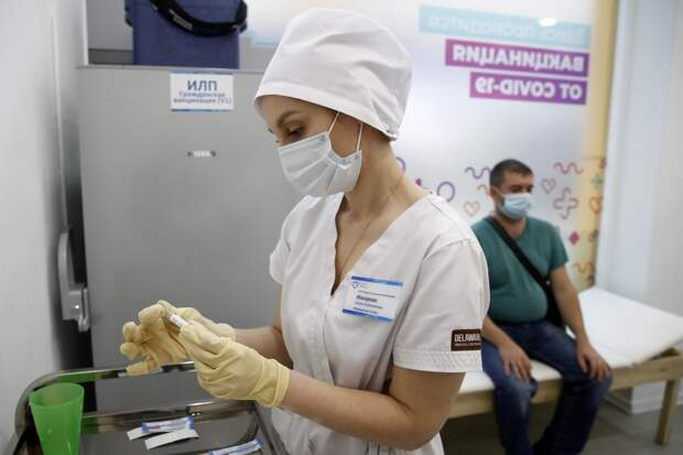 Опрос показал отношение россиян котечественным вакцинам отCOVID-19