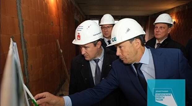 Прибывший в Пермь по указке федерального центра Дмитрий Махонин (слева) пока не успел добиться высокой узнаваемости у избирателей