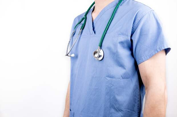 Власти Удмуртии рассмотрят вопрос о поощрении врачей, работающих с зараженными коронавирусом