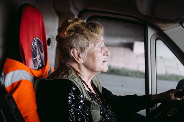 В городе нередко можно увидеть белый фургончик с надписью *Доброта*. Фото: Наталья Булкина.