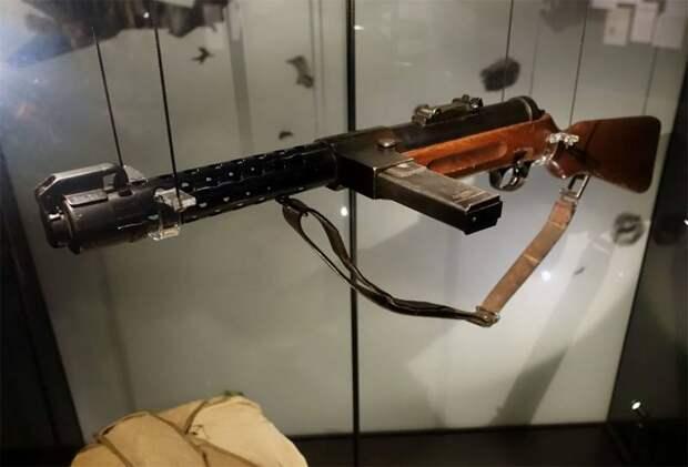 Такие разные варианты боепитания пистолетов-пулемётов