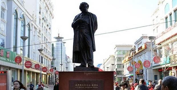11. Памятник Александру Пушкину в китайском городе Хэйхэ памятники, ссср