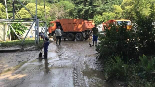 Сочи: подтопления, расчистка города, смытый в реку автомобиль с пассажирами