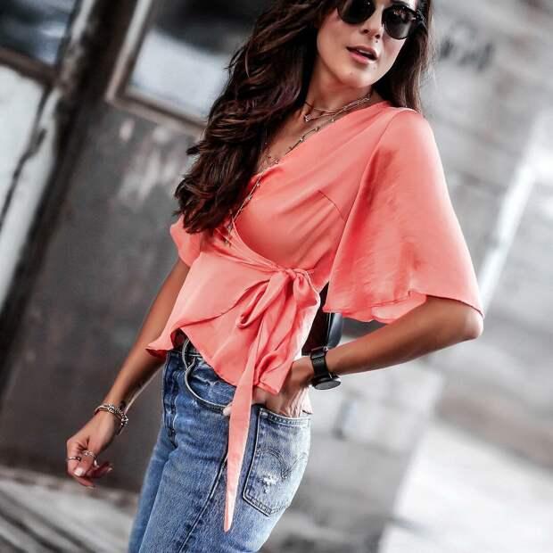 Коралловая блуза из легкой ткани. /Фото: lady-journal.info