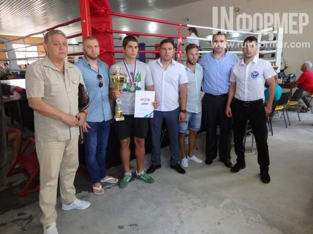 В боксе даже девушки: юные спортсмены сразились в Севастополе за первые места (ВИДЕО)
