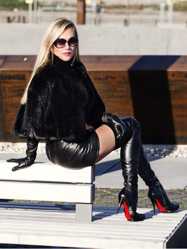 Женщина в ботфортах с красной подошвой. /Фото: yobte.ru