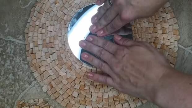 Мастерица придумала необычное применение щепки для копчения