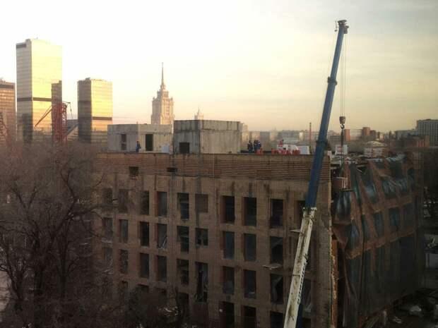 Жители новостройки на Пресне оказались в гетто, купив квартиру с видом на МГУ