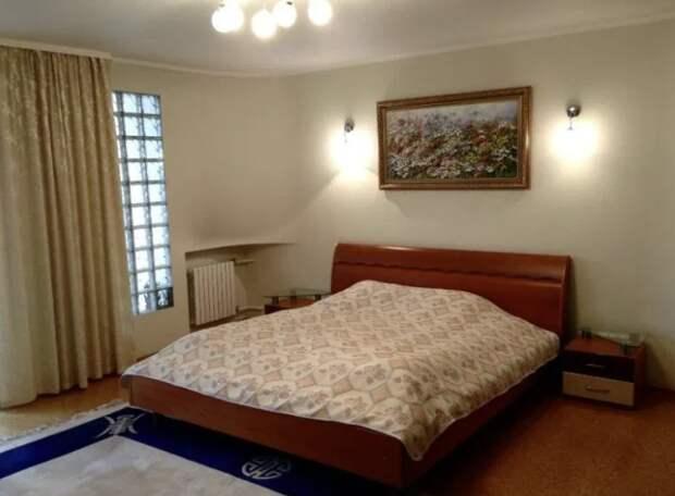 Комната-спальня продаётся с кроватью — 40 метров