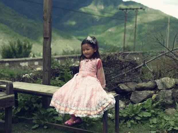 Девочка в нарядном платье