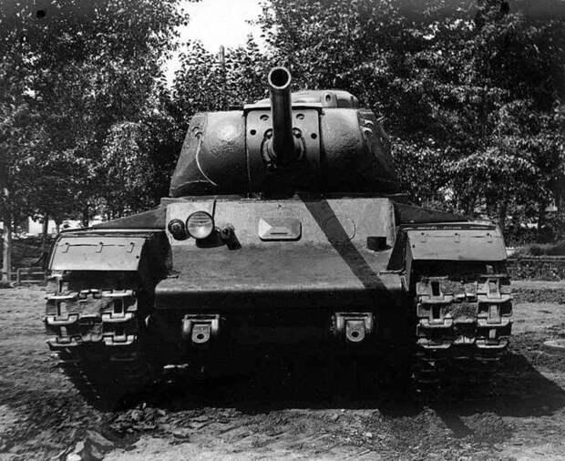Вместо лимузинов на Кировском заводе стали делать танки. В том числе и тяжелые КВ ЗИС-101, авто, зис, лимузин, олдтаймер, ретро авто, сталин