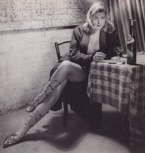 Актриса и модель Барбара Николс, 1954 год. история, мгновения жизни, фотография