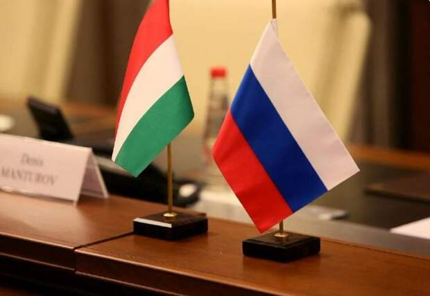 Европа в гневе: Венгрия получила и вакцину и два энергоблока. Чехия кусает локти