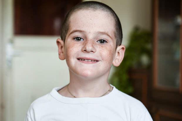 Хрустальный мальчик из Крыма: 8-летнему Вове Орлову срочно нужна помощь
