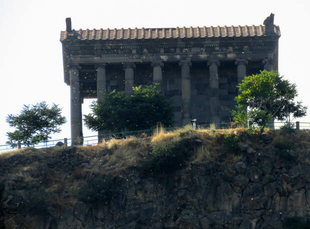 Гарни. Храм Солнца над Симфонией Камня