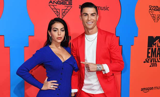Криштиану Роналду спровоцировал слухи о помолвке со своей возлюбленной Джорджиной Родригес