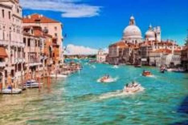 Туристы из Германии поплатились за купание в канале в Венеции
