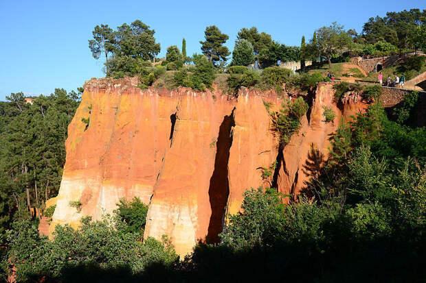 50 оттенков красного: нетипичная прованская деревня, где есть карьер и красные горы