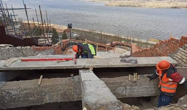 Ачто зазабором: монтаж ступеней начался наЧкаловской лестнице в Нижнем Новгороде