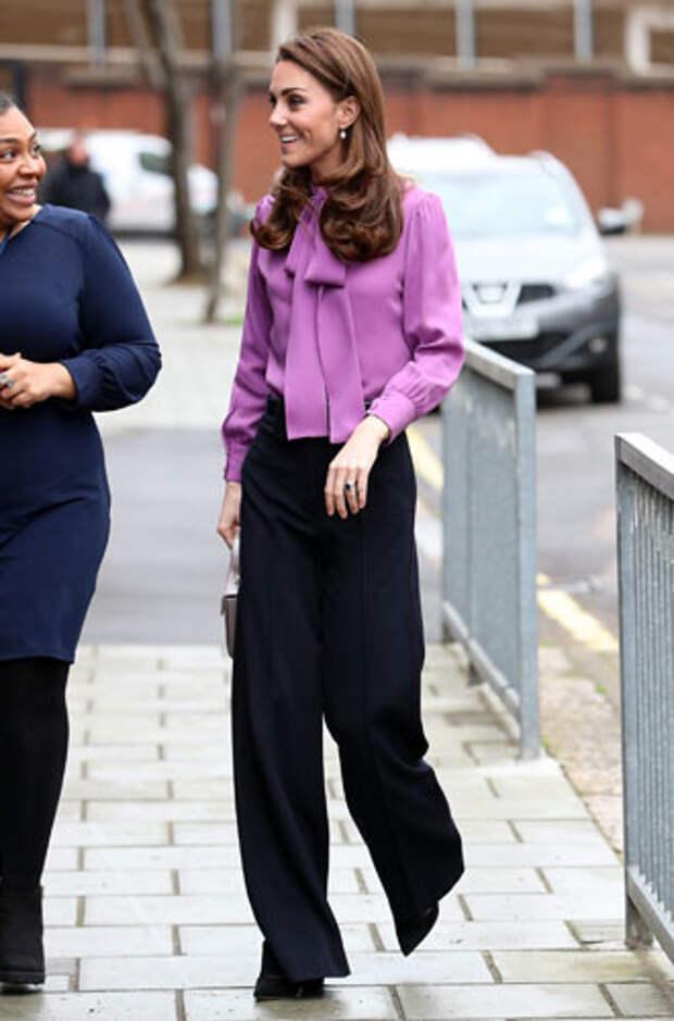фиолетовый цвет в одежде герцогиня Кейт Миддлтон  фото 1