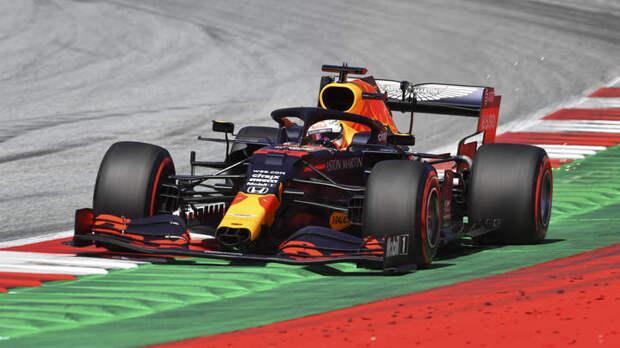 В чём твоя проблема?: Гонщика Формулы-1 заклеймили расистом за отказ вставать на колени