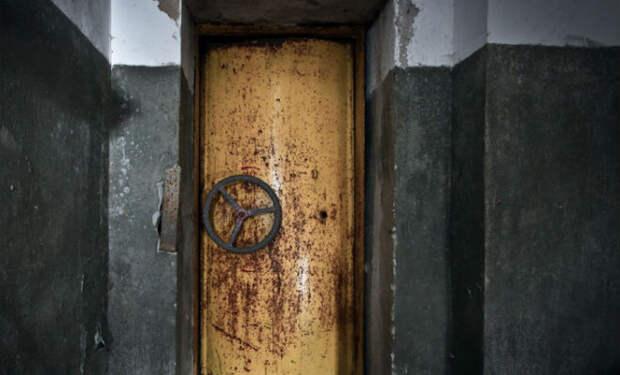 Герметичная дверь
