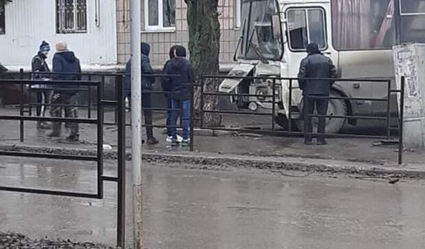 Семь человек пострадали ваварии савтобусом вГуково