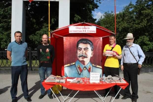 новосибирские большевики-сталинцы на пикете по сбору средств на памятник И. В. Сталину(2018)|Фото: vk.com/club4241972